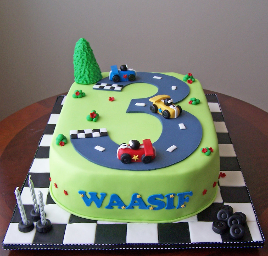 Goldilocks Cake Cars Design : Racing cars This design was stolen from Fantasticakes by ...