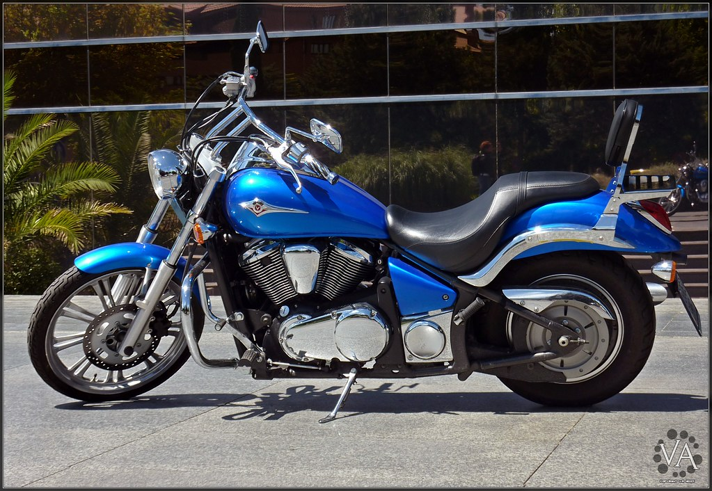 Beautiful Metallic Blue Kawasaki Motorcycle Vulcan 900 Custom Cruiser Preciosa Moto