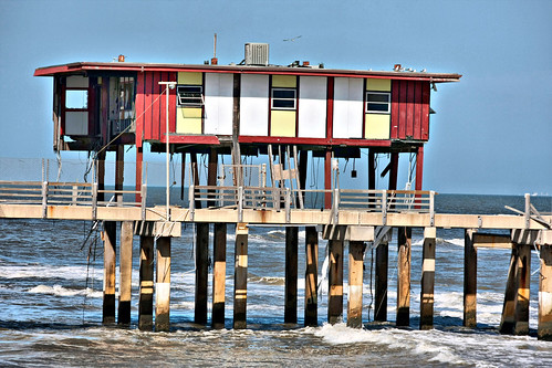 Old fishing pier galveston tx the remains of the old for Galveston fishing pier report