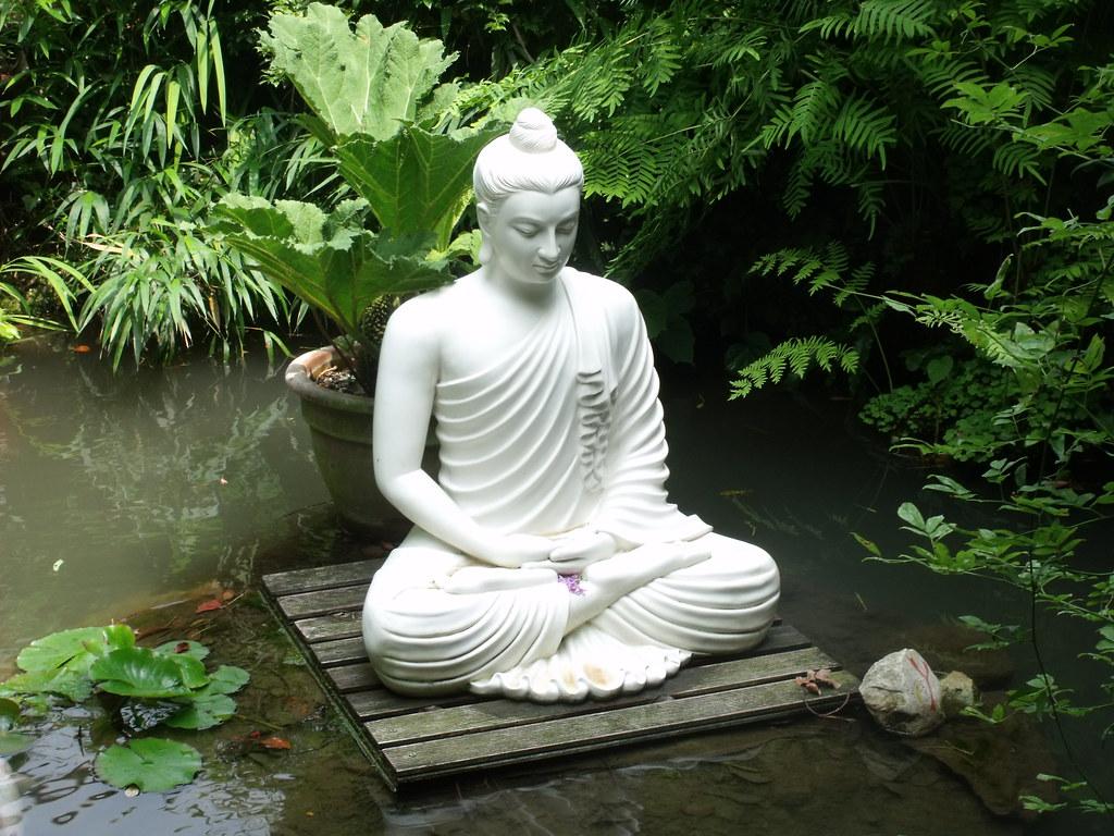 Giardino botanico fondazione andre heller gardone rivi flickr - Steinfiguren buddha garten ...