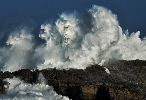 THE POWER OF THE STORM VI /lighthouse-waves /  Foto: Rafael G. Riancho.Faro de Mouro.Santander.Waves-Olas.Lighthouse.Faros tormenta.RAFA RIANCHO / 1903DSC | by Rafael González de Riancho (Lunada) / Rafa Rianch