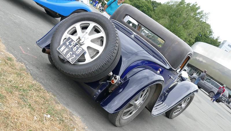 Bugatti coupé bleu marine et noir 4568 NK 62  35595939486_3b97774a66_c