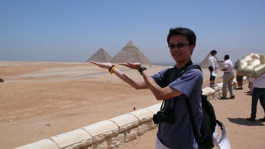 左為胡夫,中為哈夫拉,右邊被遮住的是門卡烏拉金字塔, on Flickr