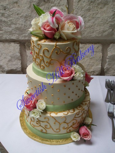 green and gold wedding cakes green and gold wedding cake serves 96 14957