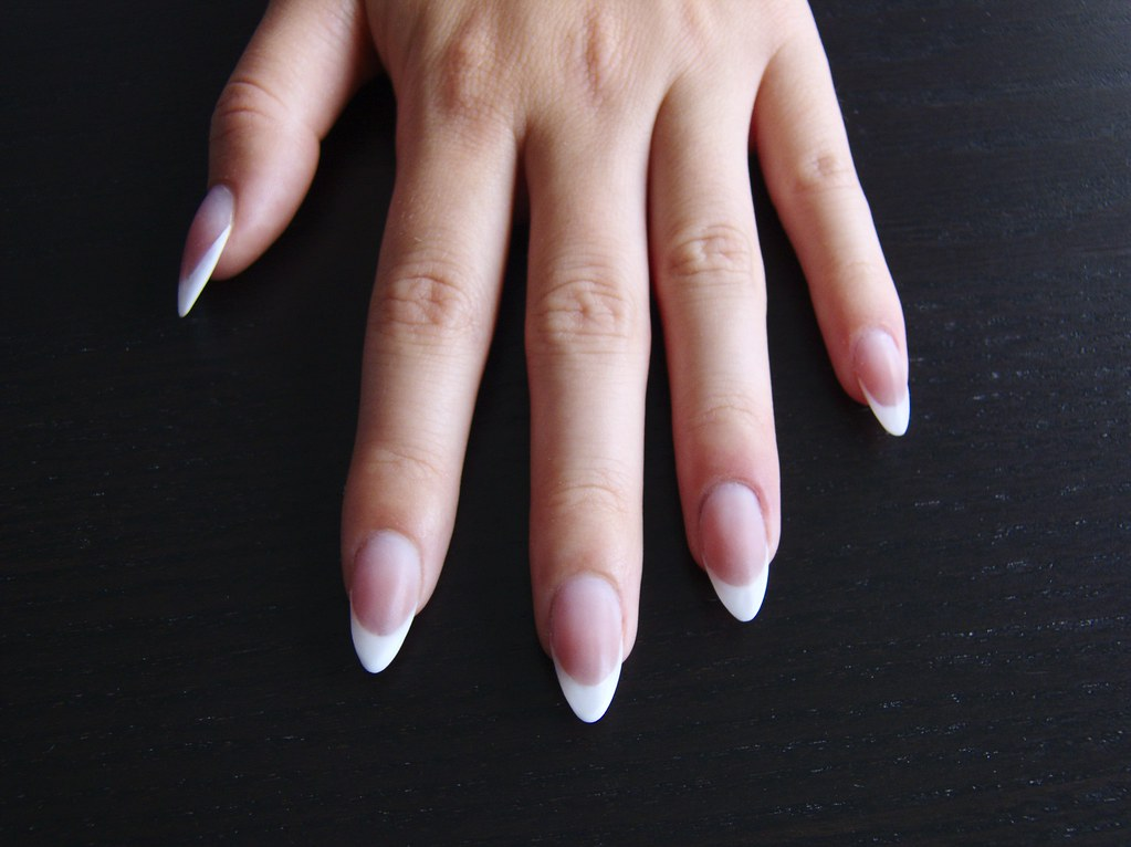 ... mandula műköröm / Almond shape French acrylic nail… | Flickr