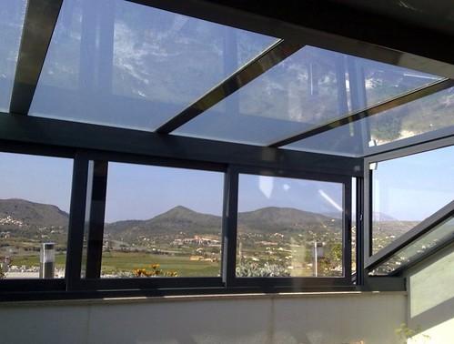 Cerramiento de terraza con aluminio cerramiento de for Cristaleria benissa