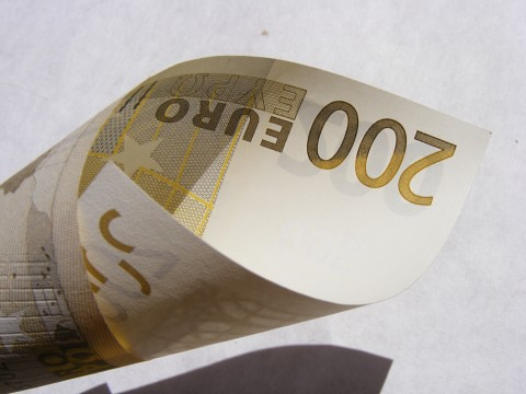 Money_200-Euro_152738-480x360 | by Public Domain Photos