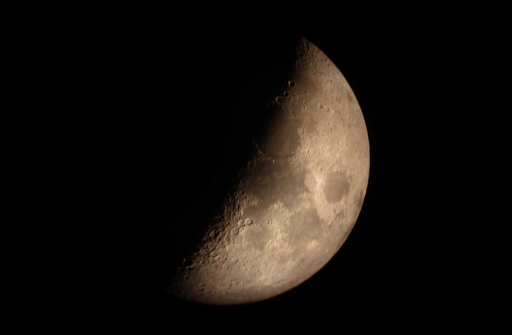 Luna cuarto creciente | astrofotograncanaria.blogspot.com/ w… | Flickr