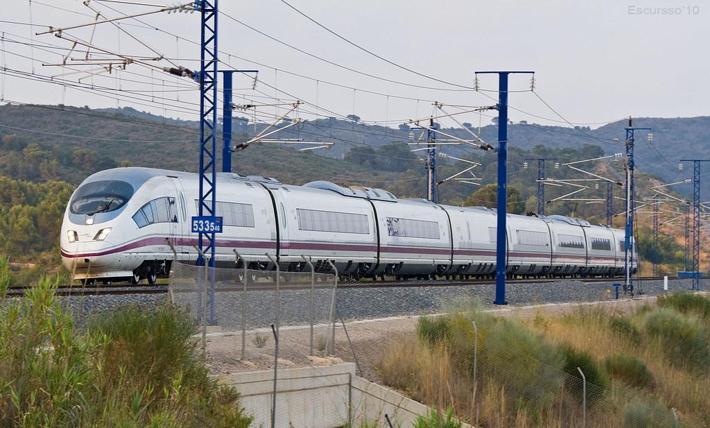 Fed Up >> AVE S103 | Tren AVE Siemens s103 s'acosta a l'estació de Cam… | Flickr