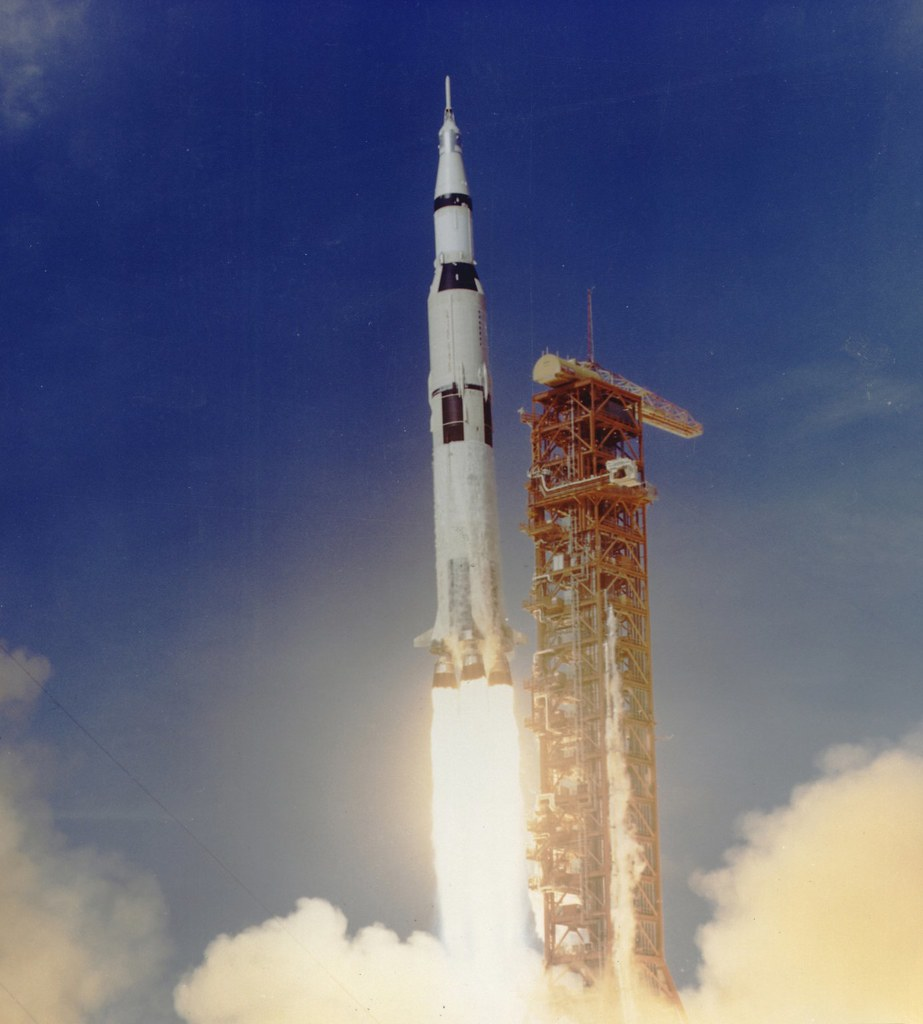 Apollo 11 Launched Via Saturn V Rocket | Full Description ...