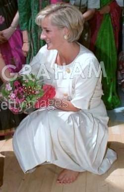 Princess-Diana-barefoot