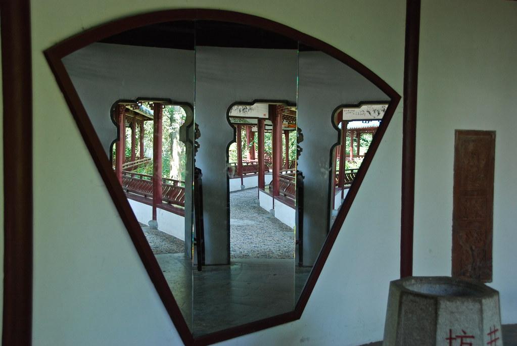 Le miroir 3 faces jardin chinois au parc pairi daiza for Miroir 3 pans