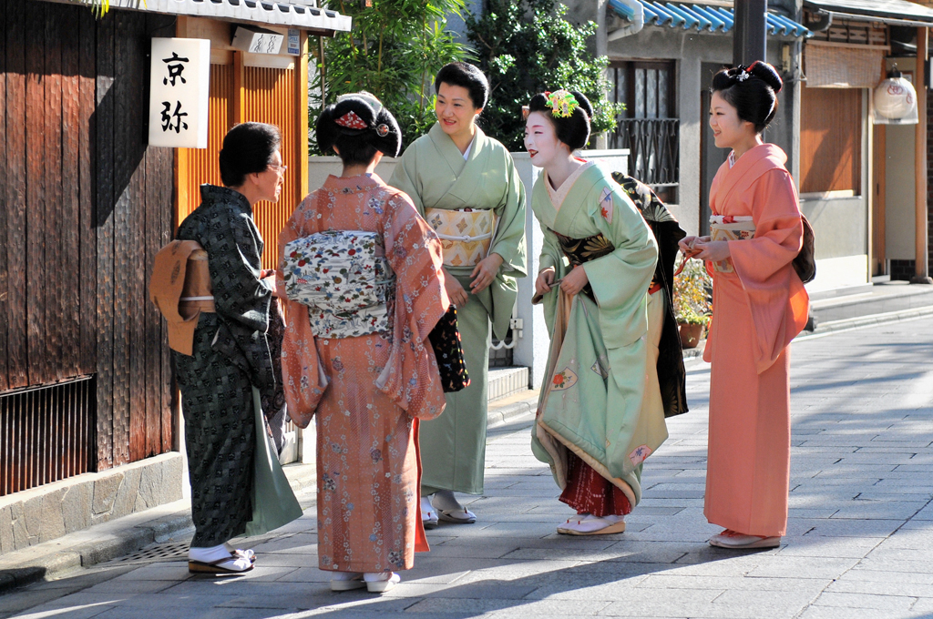 Greeting of people in kyoto in miyagawa chokyotojapan flickr greeting of people in kyoto by kagechiyo m4hsunfo