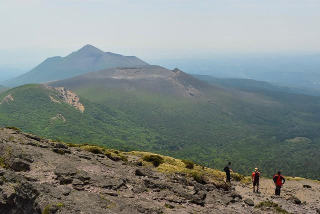 韓国岳から望む高千穂峰