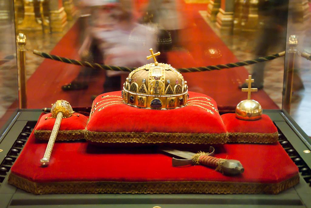 A Szent Korona A Jogar 233 S Az Orsz 225 Galma Valamint A Kard Flickr