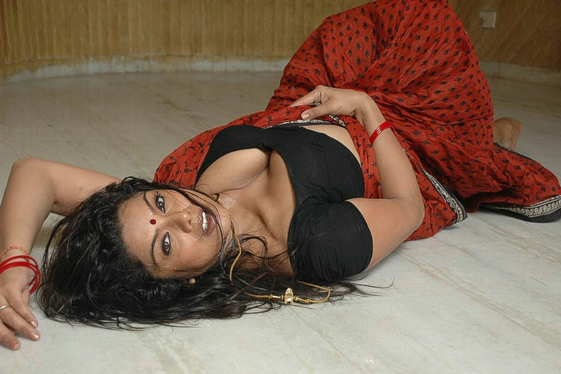 Mallu Aunty  Tamil-Movie-Actress-Picsblogspotcom -5197