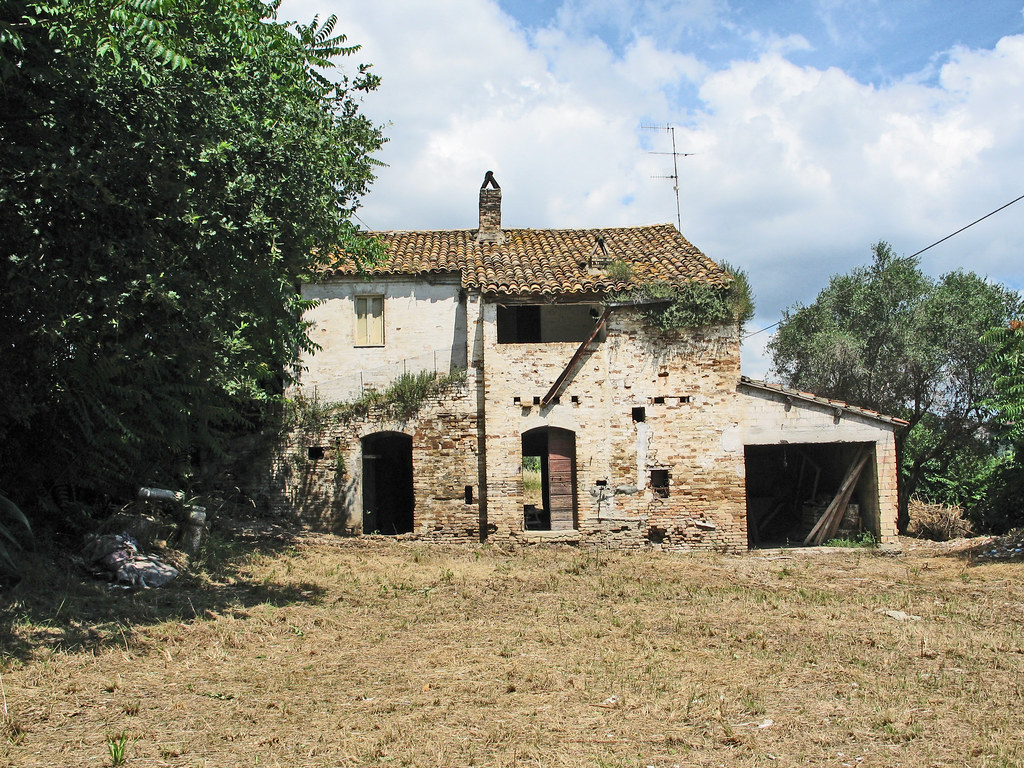Case coloniche antiche questa foto mostra una casa for Immagini di case antiche
