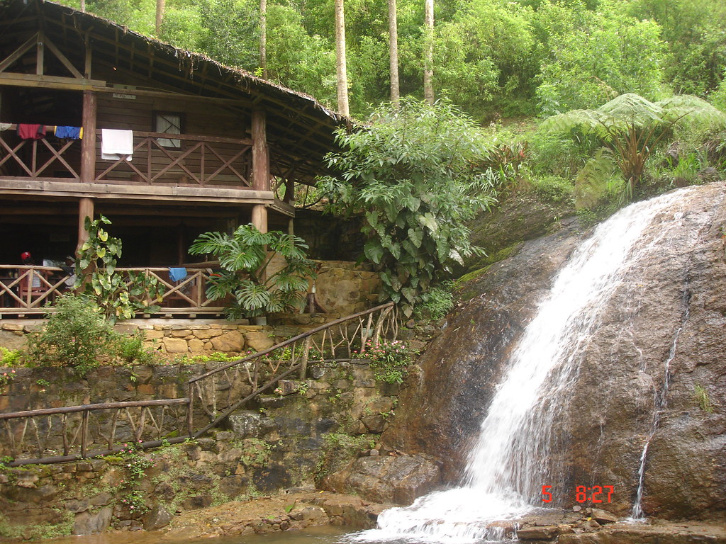 Log cabin theresia estate dickoya hatton sri lanka for Eagles ridge log cabin