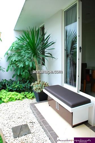 Bench Dan Taman Kering Di Teras Rumah Tempat Anda Bersanta U2026