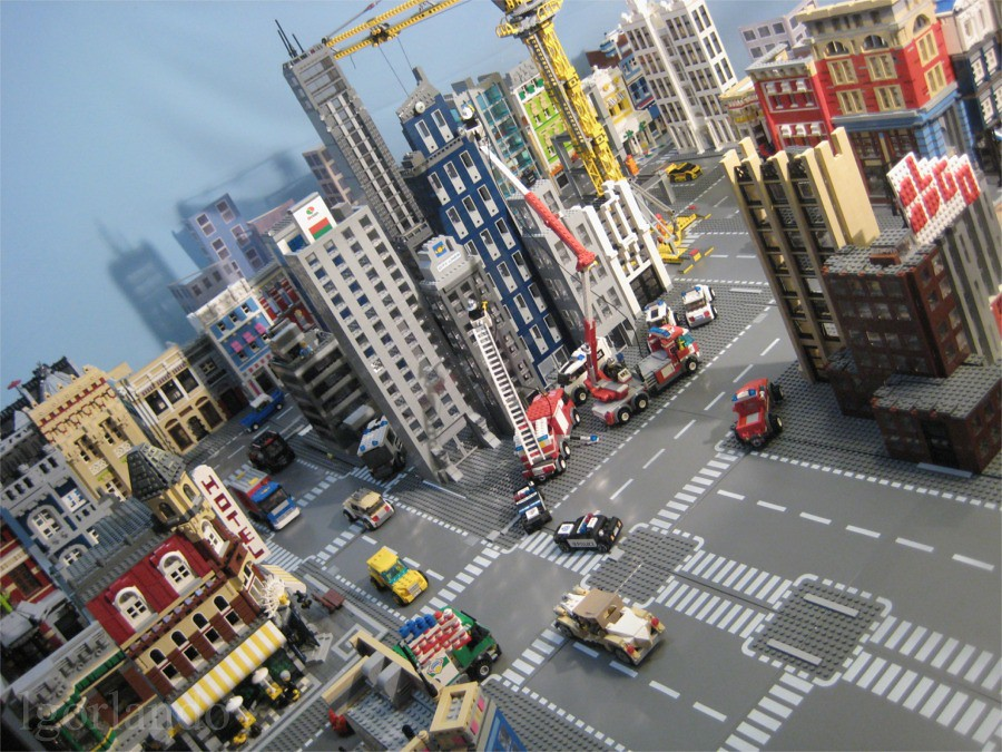 Lego City 2 | An older picture (2008) of my former city set ...