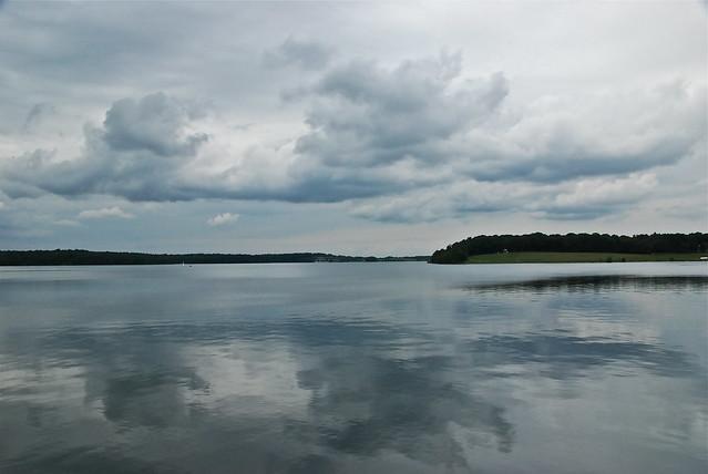 Reflet miroir du lac plate taille lake belgium flickr for Le reflet du miroir