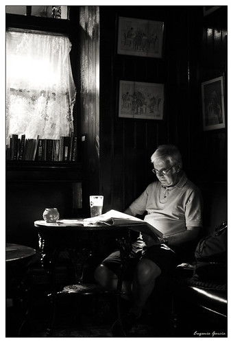 Lector en el Blue Bell (Reader at Blue Bell) | by Eugenio García.