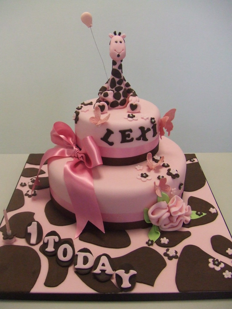 CAKE Pink giraffe birthday Jules enquiriescakechestercouk