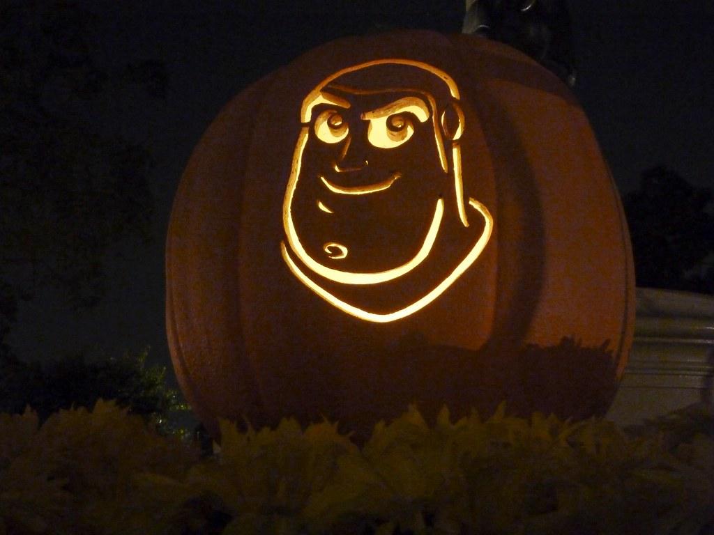 Buzz Lightyear Pumpkin Carving at Disneyland ...