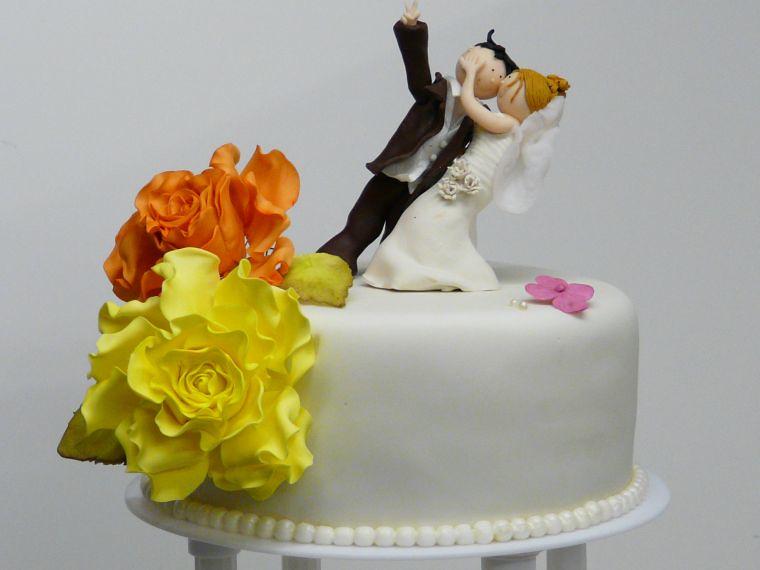 Hochzeitstorte Mit Brautpaar Und Rosen Www Suess Und Salzi Flickr