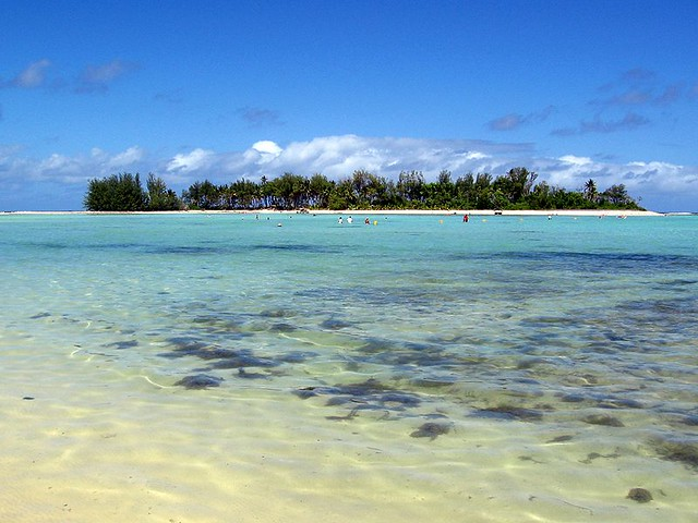 Cook Islands Resort With Parasailing Activity