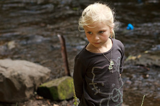 girl at the water of leith duck race | by chr1s jacks0n