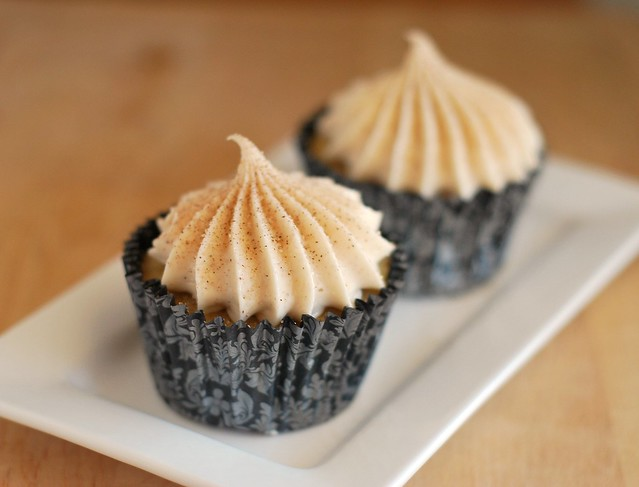 Snickerdoodle Cupcakes - your favorite holiday cookie as a cupcake! Cinnamon cupcakes with cinnamon cream cheese frosting and dusted with cinnamon sugar!