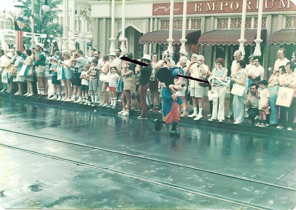 Bicentennial Parade at the Magic Kingdom at Walt Disney Wo ...