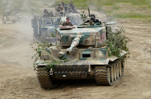 Tiger I moving up to front line at the war and peace show 2009 | by Beer Dave