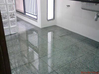 cozinha com piso de granito cinza andorinha piso de