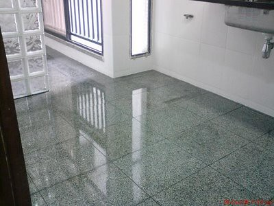 Cozinha com piso de granito cinza andorinha piso de for Pisos de granito blanco gris