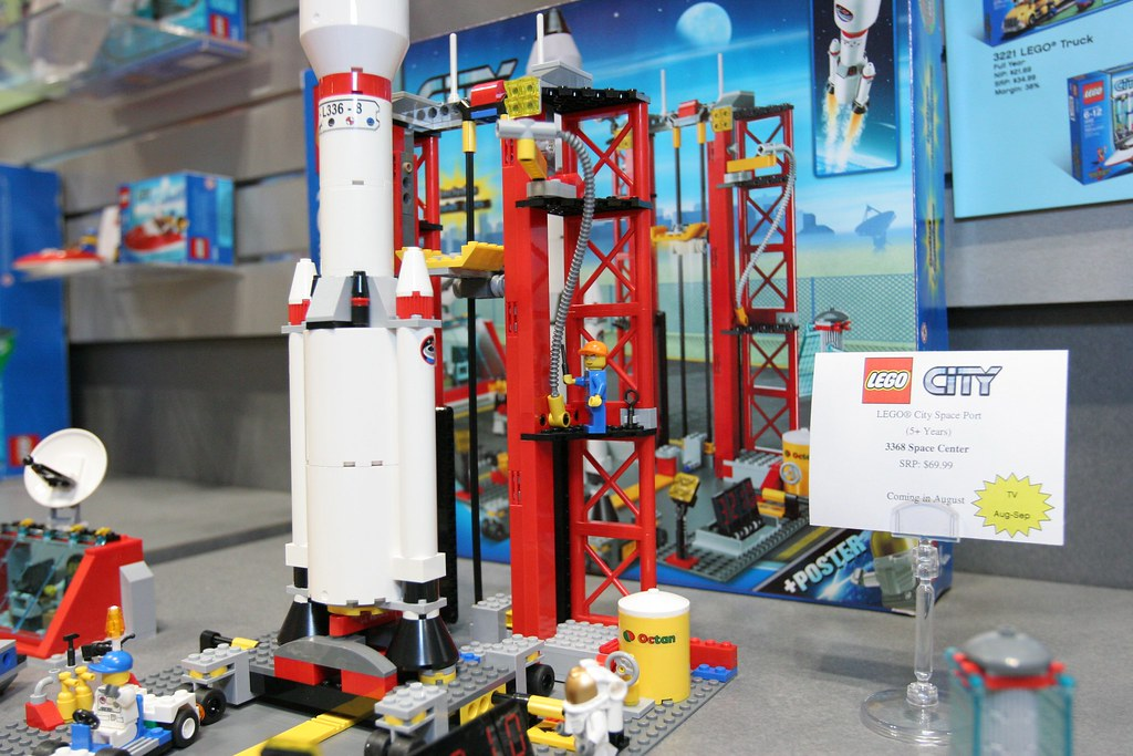 LEGO Toy Fair 2011 - City - 3368 Space Center - 13 | Flickr
