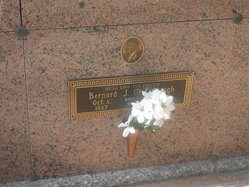 Bernie Mac In His Casket Photos Bernie mac grave bernie mac