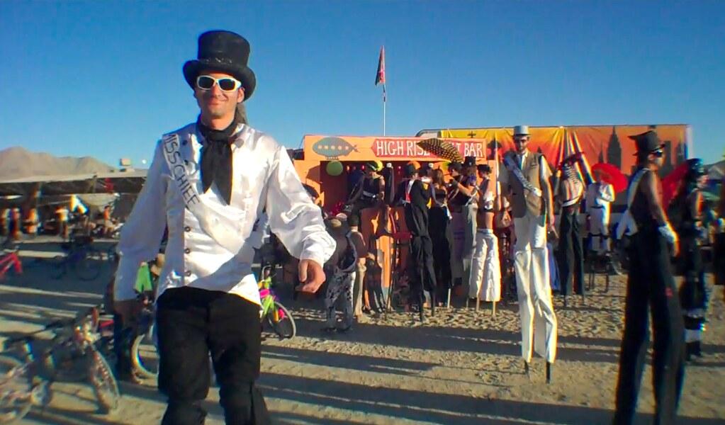 Burning Man 2010 Stilt...