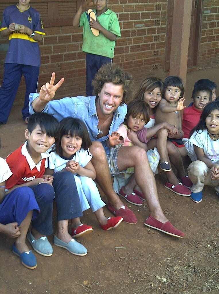 Blake Mycoskie and kids at Andresito School, Argentina | Flickr