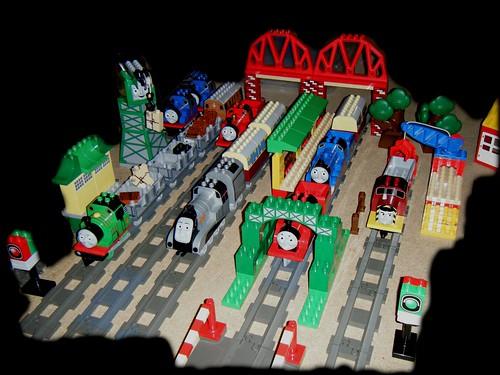 Lego duplo thomas and friends big model railway the for Modele maison lego duplo