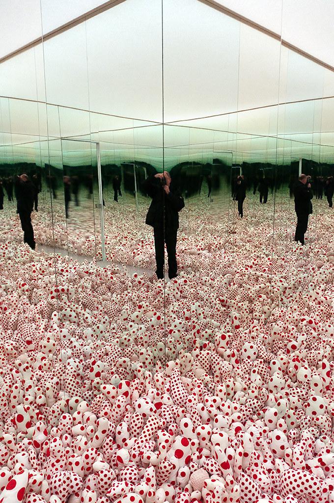 Yayoi Kusama Infinity Mirror Room Phalli S Field Floo