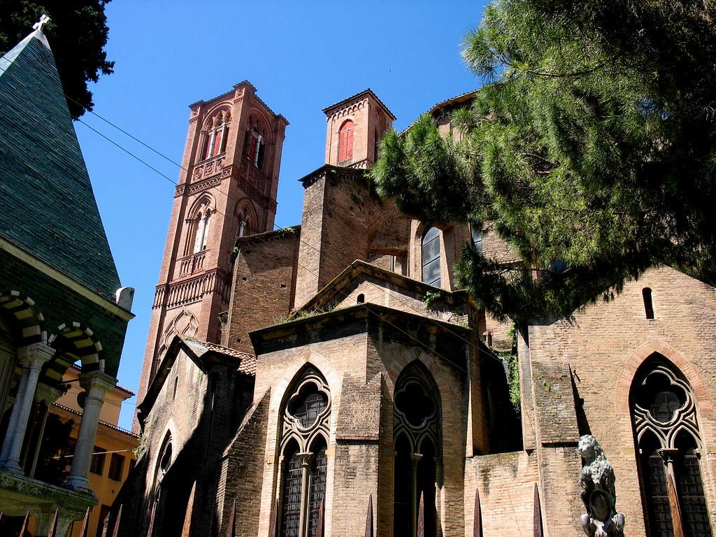 Bologna. Abside e campanili della chiesa di San Francesco ...