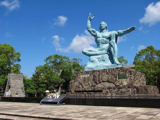 Peace Statue, Atomic Peace Park, Nagasaki, Nagasaki Prefec…  Flickr - Photo ...