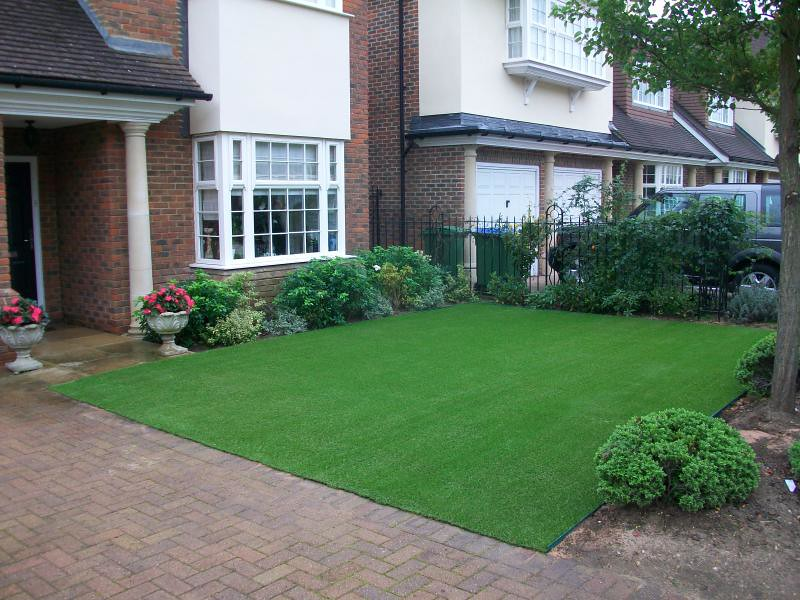 Easigrass Place A Lovely Artificial Grass Lawn At The Fron