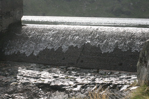 Overflowing weir at Blea Tarn | by far closer