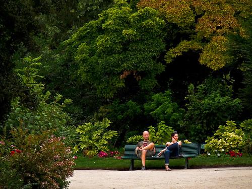 Sentados en los jardines de los campos el seos sitting i for Jardines eliseos