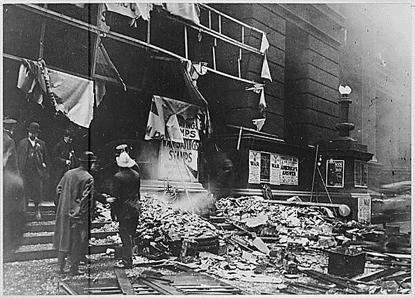 The Wreckage Of Chicago S Federal Building After The Explo