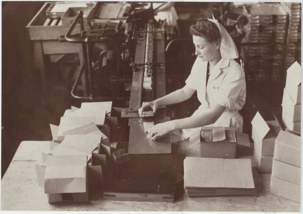 Kit Kat Being Packed In Factory 1940 1950s Nestl 233 Flickr