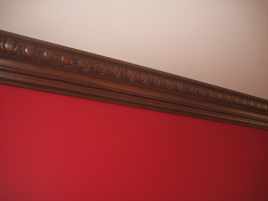 how to clean white crown molding